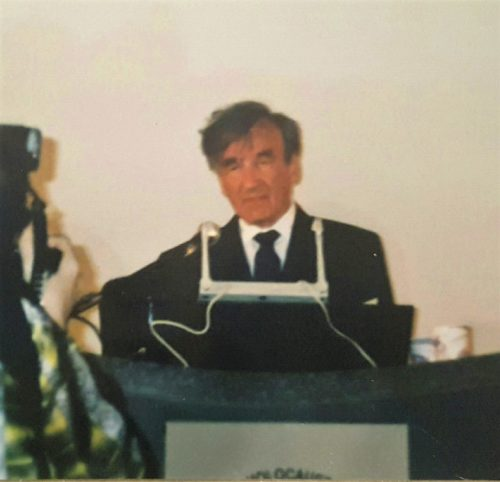 elie-wiesel-at-podium-2